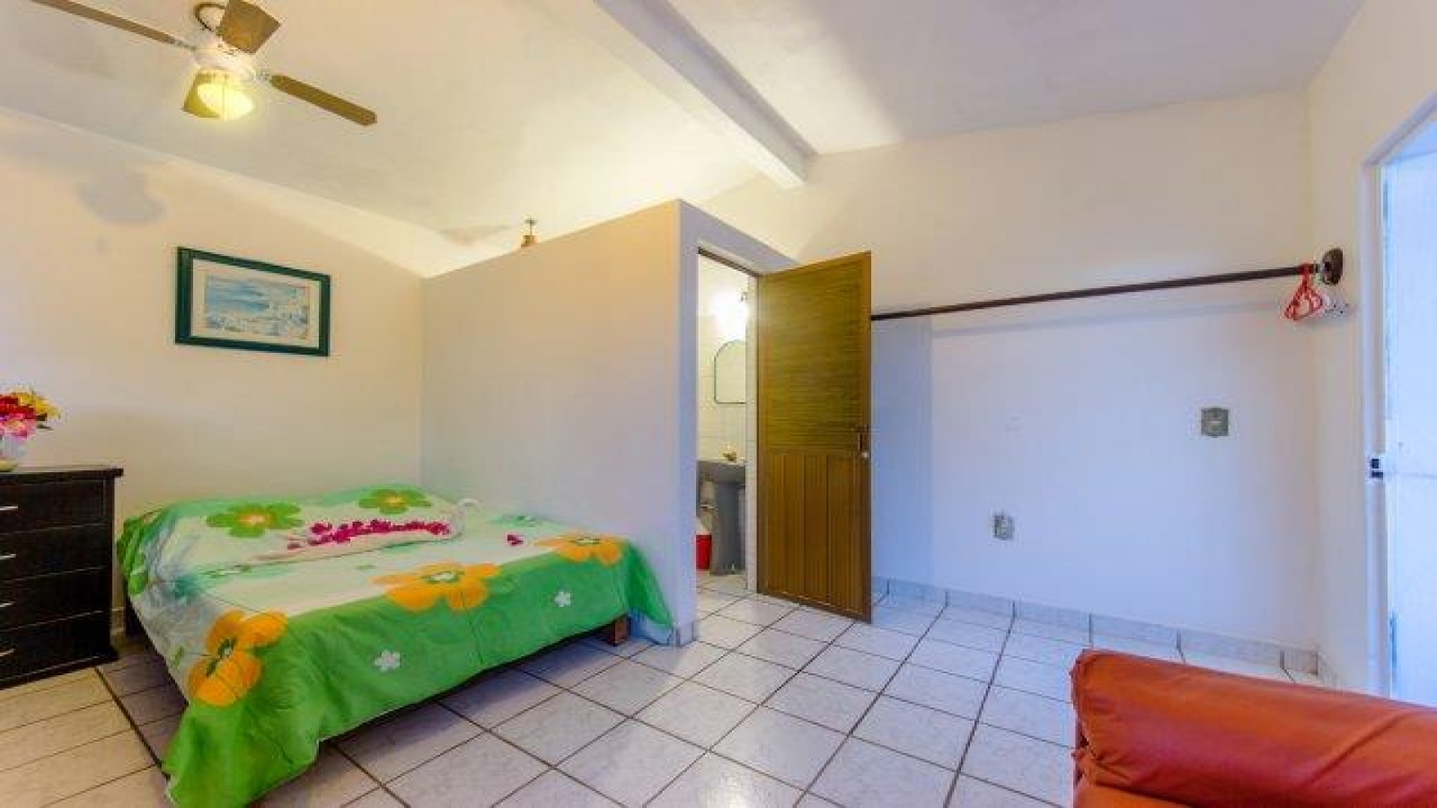 4 Bedrooms Bedrooms, ,House,For Sale,1023